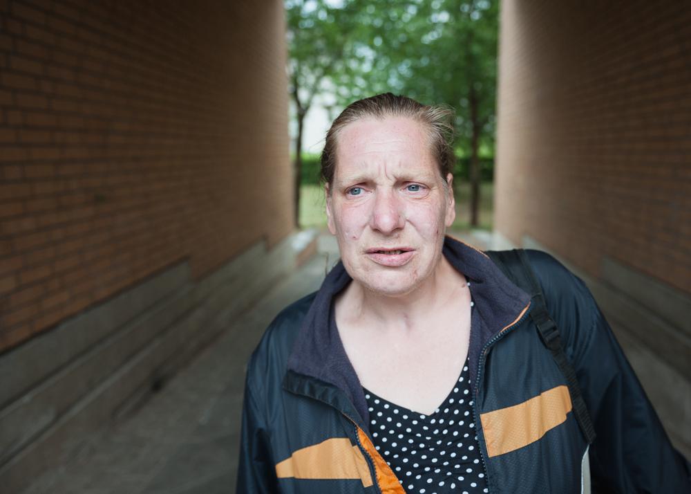 Biggi, 47 Jahre alt. War über 15 Jahre clean, bevor sie erneut Heroin konsumierte.