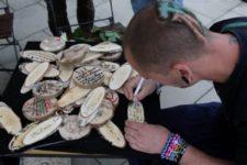 Trauerbotschafen auf Holz